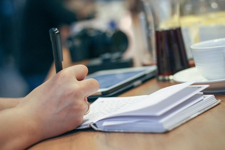 Devenir écrivain : les formations à suivre